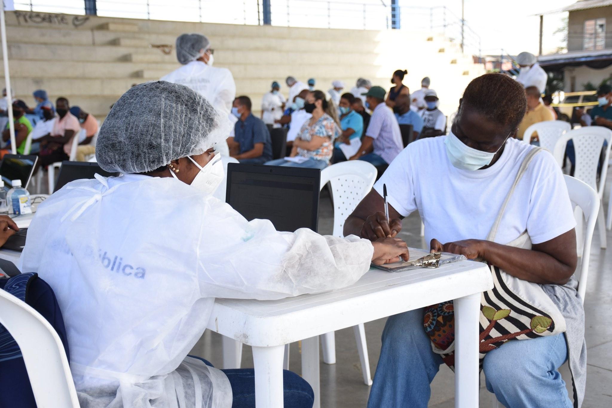 Jornada de vacunación a trabajadores bananeros