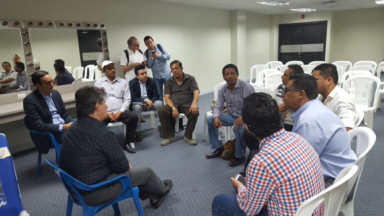 FENACLE se reúne con Ministro de Agricultura y Ganadería.