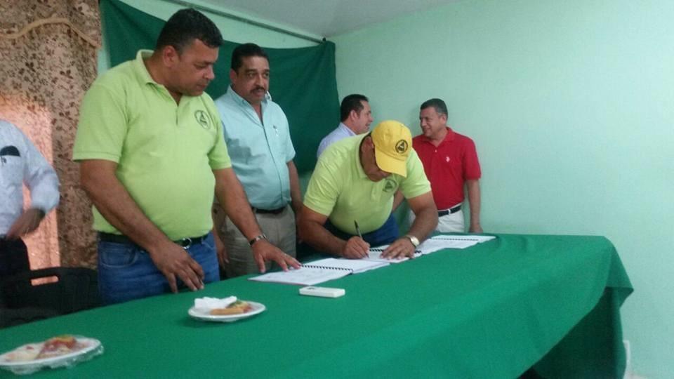 SUTRASFCO firma XXI Contrato Colectivo con la Standard Fruit Company